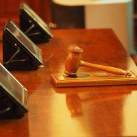 ¿Cómo es el delito de desobediencia a la autoridad judicial código penal?
