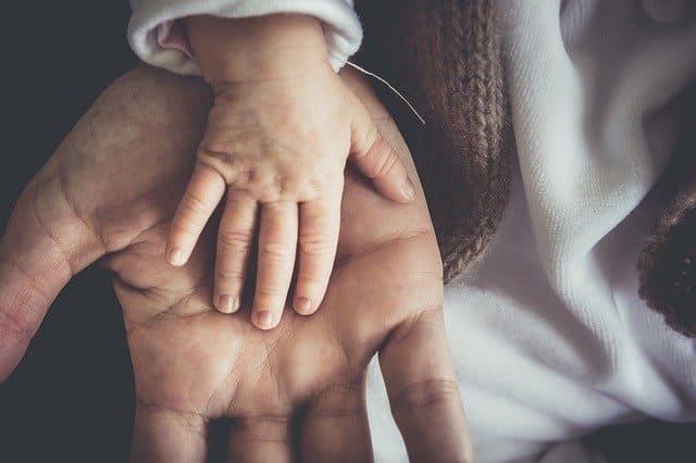 ¿Puede un padre renunciar a la herencia en nombre de sus hijos?